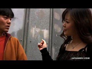 asiatische Schlampe wird gefickt und ist auch Spielzeug gefickt