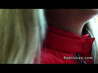 Blondine gefickt nach der Abholung in der Öffentlichkeit