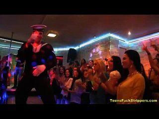 cfnm party verwandelt sich in wildes fuckfest mit strippers
