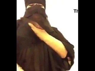 heiße arabische bbw musterbition mit ihren riesigen boobs
