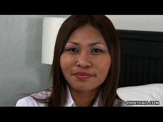 niedliche thailändische Schlampe bekommt ihre nasse Pussy creampied