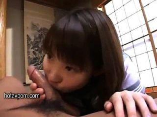 hübsche japanische Schülerin Vergnügen Papa