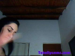 latina mit riesigen Tittenstreifen und Tänze auf Webcam