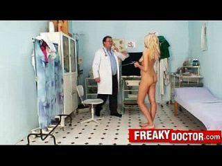 schöne tschechische blonde engel wicky lustige vagina prüfung