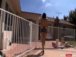 busty Milf im Bikini saugt einen großen Schwanz und wird hart pov porn.net gefickt