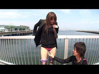 japanische Outdoor-Strippen und Vibrator necken untertitelt