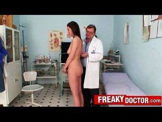 gorgeous brunette katie cox obgyn check up in schmutzigen klinik