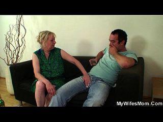 Frau verlässt und motherinlaw verführt ihn