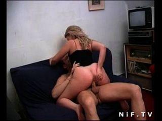 geile französische blondine wird sodomized