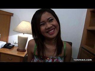 Ditsy Thai Hündin wird gefickt und gespritzt