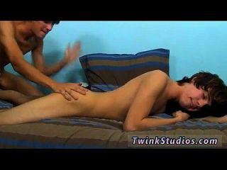 kostenlos Homosexuell Porno Masturbation Video unersättliche Kyler Moos ist immer