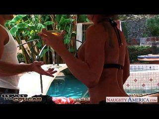 busty cougar lezley zen wird gefickt und facialized