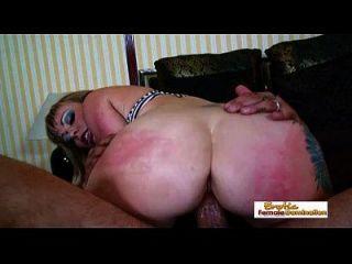 wunderschöne busty Mommy bekommt eine anal Annihilation und liebt es
