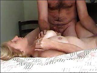 meine Frau hat einen schreienden Orgasmus
