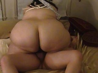 Fett Frau saugt und fickt mit gefesselt Titten