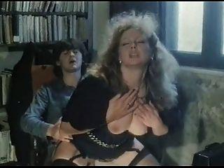 Marina Lotar - Hardcore-Szene aus jojami (Blasen, Geschlecht)