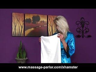 Skinny blonde Teen Massage Mädchen Blowjob und abspritzen