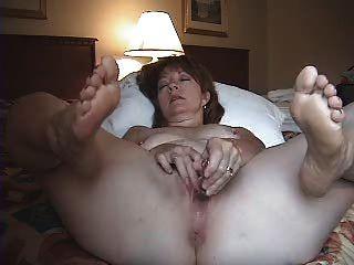 Frau alleine im Hotelzimmer