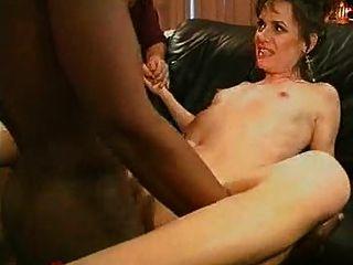 waching seine sexy Frau hart gefickt von einem großen schwarzen Schwanz ...