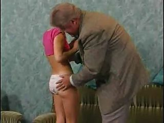 schüchtern sexy teen erfüllt alter Mann