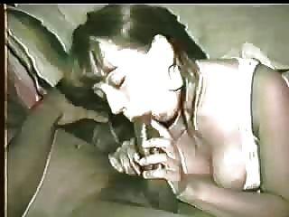 Frau bekommt schwarzen Schwanz zu cremig so Hubby ermutigt sie es mit ihrem Mund zu reinigen! Bitte kommentieren!