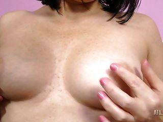 hot Milf amber sexuelle Lust saugt ihre Zehen!