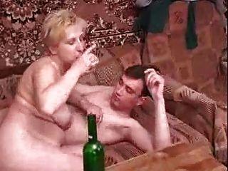 russische reifen mit jungen Mann