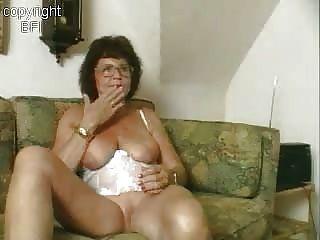 süß Oma Masturbieren