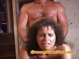 zwei Omas gefickt und cum auf Yacht bedeckt