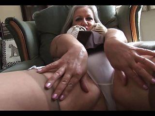 attraktiv vollbusige Oma Striptease