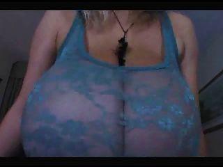 hot MILF mit sehr, sehr große natürliche Brüste