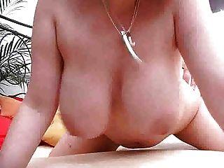 big tits Mädchen verwendet ihre Titten wie eine Muschi m27