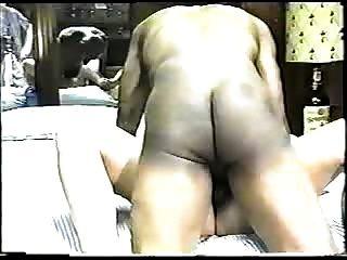 hot blonde Frau genießt eine große schwarze cock.eln