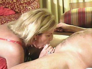 hot blonde Oma Puma knallt jungen Stud