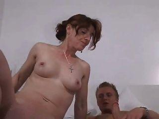 Deutsch Junge mit der Mutter