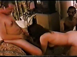 Mann genießt seine Frau mit BBCs spielen beobachten - pf1