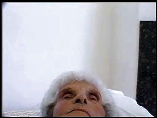 alte Schlampe 84 Jahre alt immer noch liebt jungen Hahn
