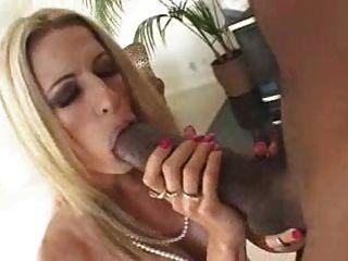 blonde weiße Frau mit schwarzen Business-Liebhaber - zwischen verschiedenen Rassen