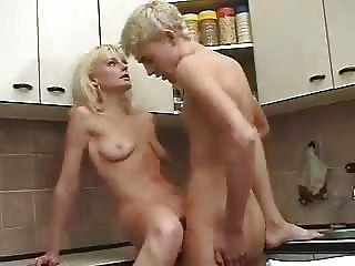 blonde russische reifen Mutter und junge