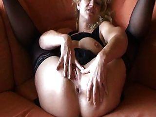 Deutsch Amateur reifen masturbiert