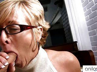 Heiße Oma verführt Student
