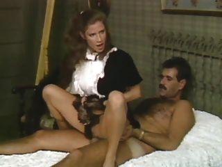 Zofe zeigt Frau, wie ihre getan
