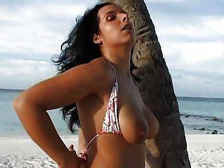 perfekt latino Deutsch Mädchen Frau schöne runde Brüste große Schamlippen Kitzler Lippen