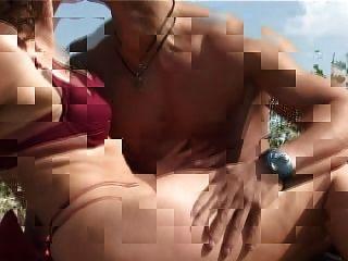 reifen mit kleinen Titten großen Brustwarzen ficken am Strand bekommt