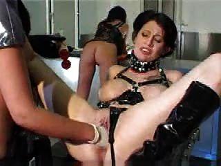 Latex Lesben anal Fisting