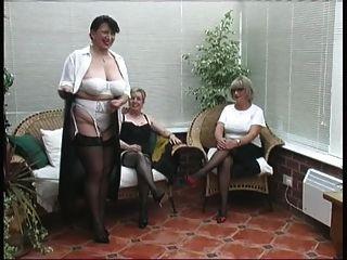 Jahrgang Strippen von drei reifen Dorf Damen