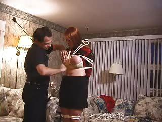 vollbusige Amateur Slave bekommt Titten geschlagen, gefoltert und gewachst