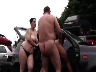 daddy ficken Mutter und Teenager-Mädchen im Freien