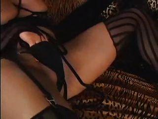sexy blonde Shemale schießt große Last rm