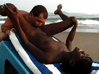 Zwischen verschiedenen Rassen Paare Sex am Strand